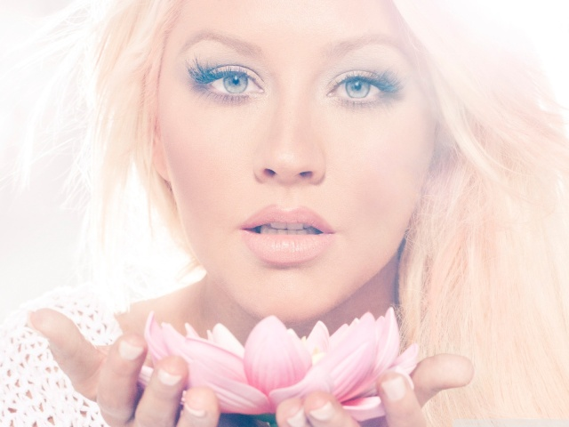 christina_aguilera_lotus-wallpaper-1600x1200